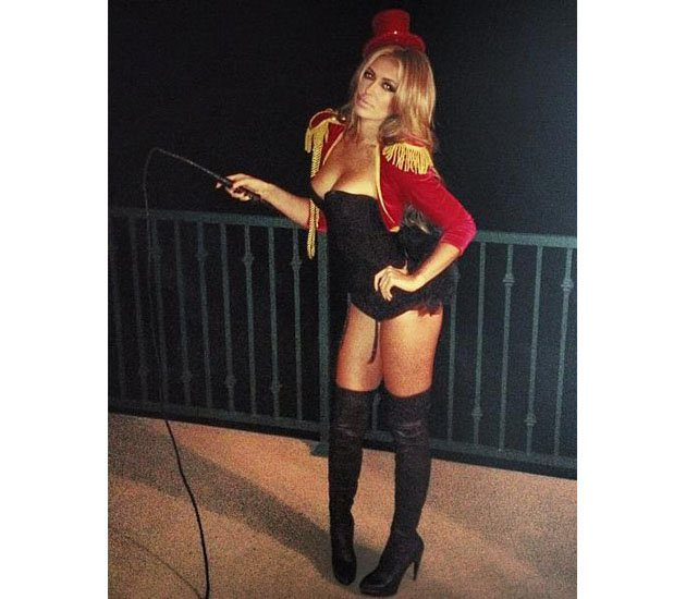 paulina gretzky hockey uniform