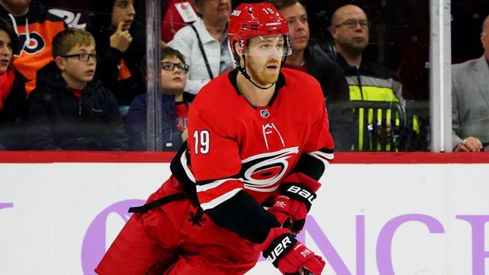 NHL trade rumors have Dougie Hamilton hitting free agency. The Philadelphia Flyers, Chicago Blackhawks and Winnipeg Jets will have interest.